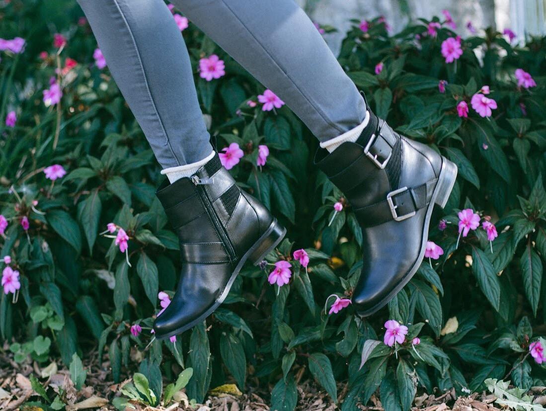 Lifestyle-blooger-Surekha-of-dreaming-loud-wearing-Aetrex-Kara-ankle-riding-boots-in-black