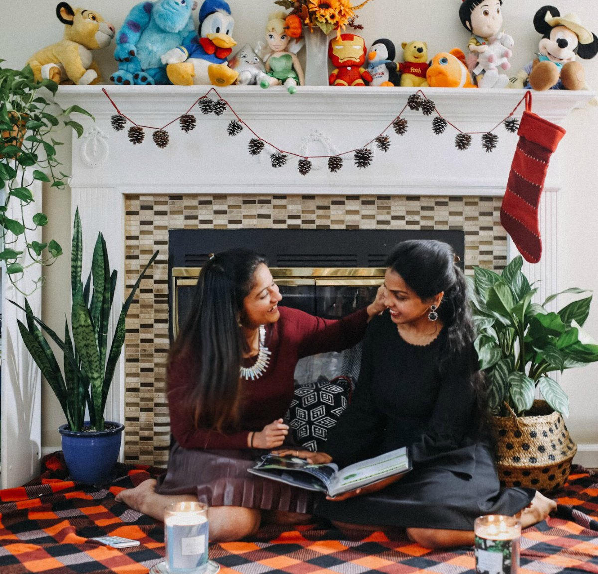 Lifestyle blogger Suri of Dreaming Loud celebrating Thanksgiving with friends| 13 Cozy and Cute Thanksgiving outfit ideas featured by top US modest fashion blog, Dreaming Loud