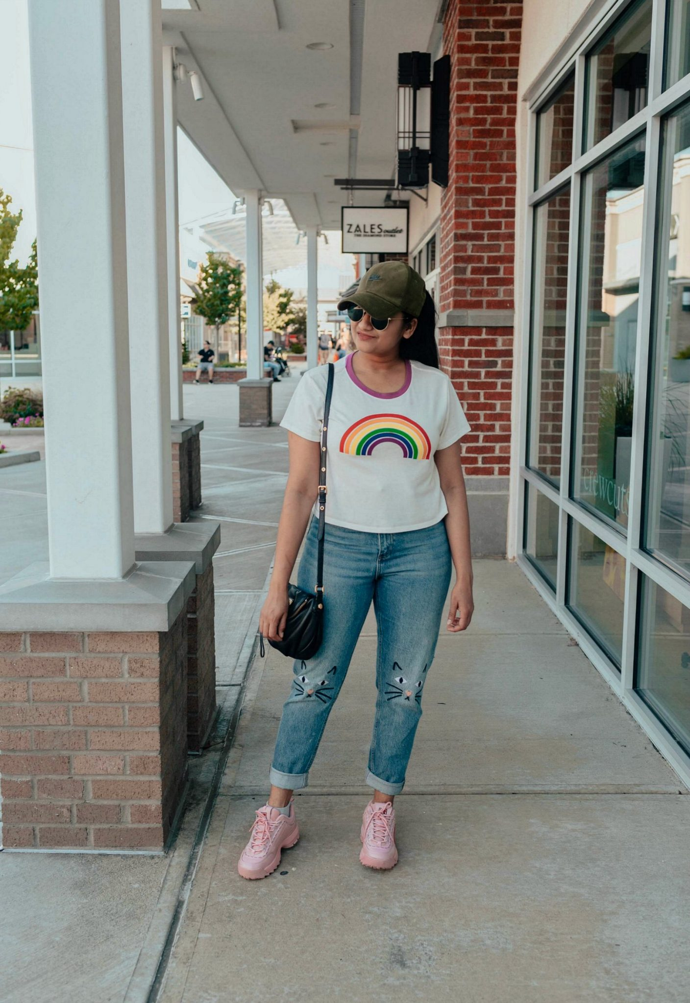how to wear chunky or dad or ugly sneakers casually| 5 Chic Ways to Wear the New Chunky Sneaker Trend: ugly sneakers & dad sneakers, featured by popular US fashion blogger, Dreaming Loud