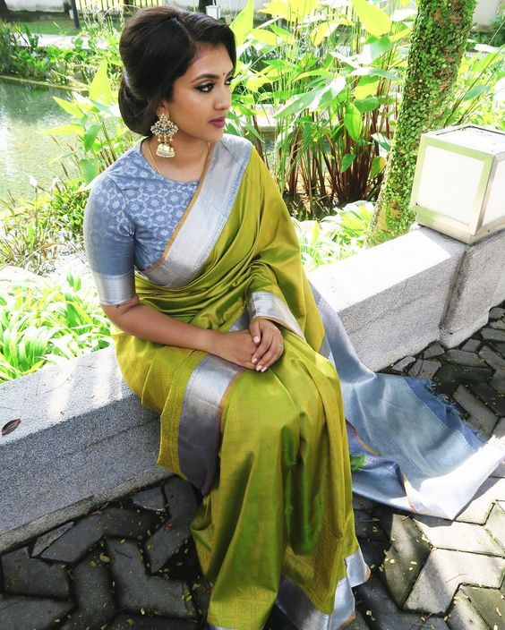 Silver zari border Kanjeevaram saree | South Indian wedding saree trends featured by top US and Indian fashion blog, Dreaming Loud: image of a saree with silver border