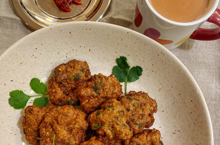 Pesara Garelu Recipe – Green Moong Vada featured by Top US Vegan Food blogger dreaming loud