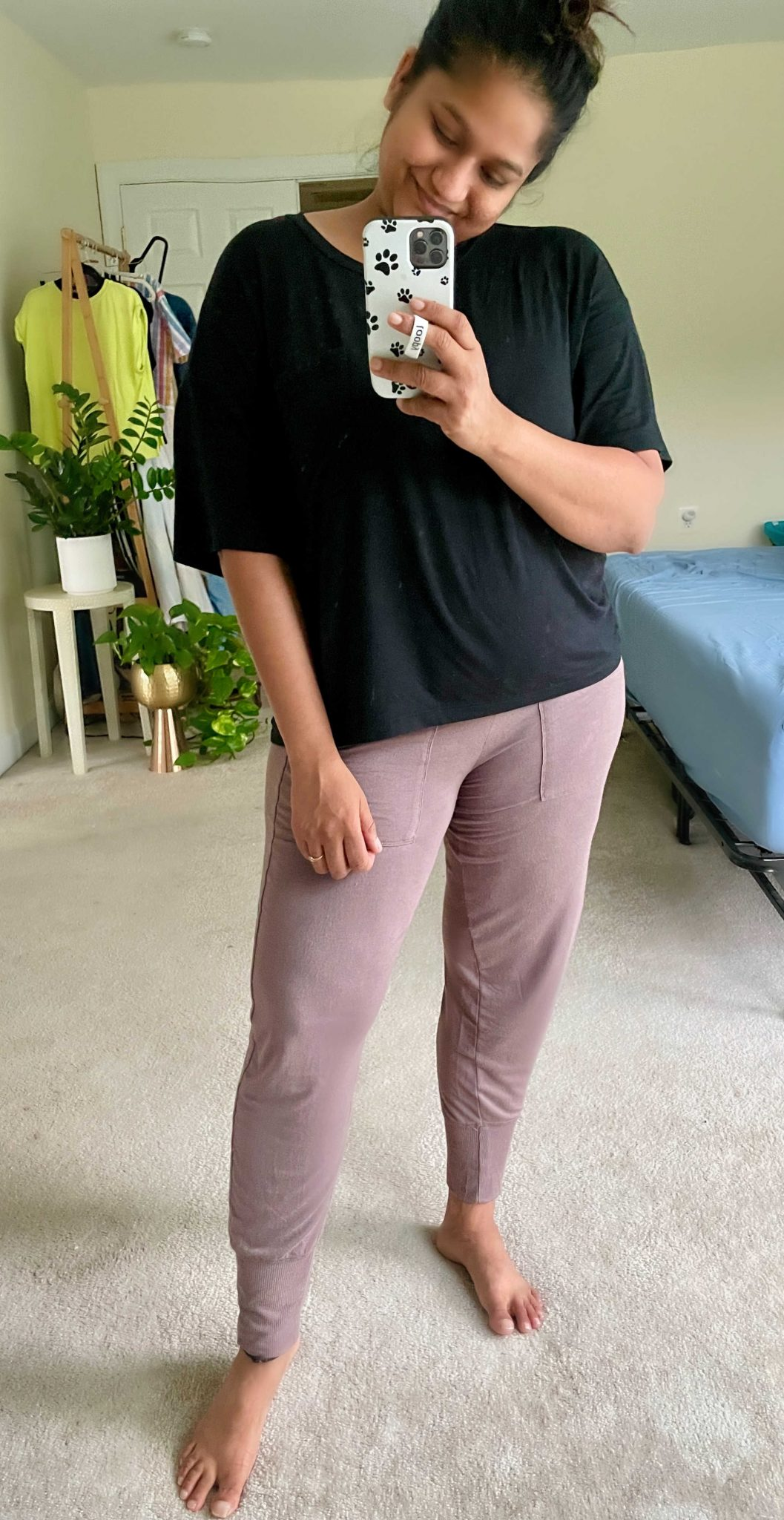 Best Postpartum Joggers- Wearing Aerie Real Soft Foldover Jogger, Arie Real soft cropped Tee   Postpartum Pants by popular Maryland modest fashion blog, Dreaming Loud: image of a woman wearing. black t-shirt and mauve postpartum jogger pants.
