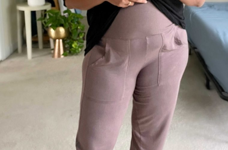 Best Postpartum Joggers- Wearing Aerie Real Soft Foldover Jogger, Arie Real soft cropped Tee1