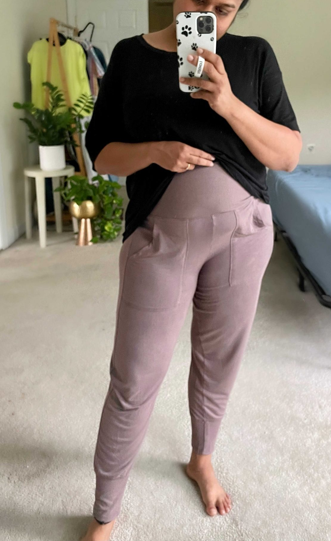 Best Postpartum Joggers- Wearing Aerie Real Soft Foldover Jogger, Arie Real soft cropped Tee1   Postpartum Pants by popular Maryland modest fashion blog, Dreaming Loud: image of a woman wearing. black t-shirt and mauve postpartum jogger pants.
