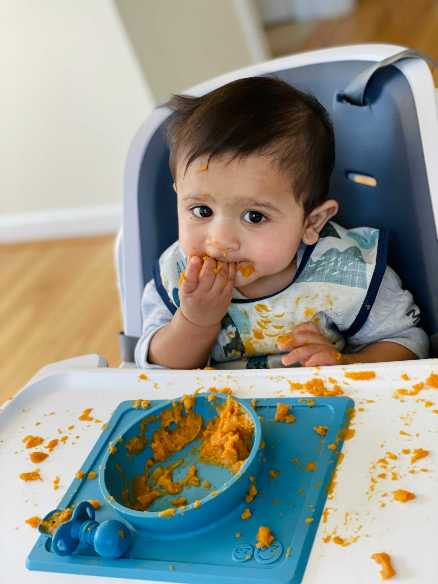 How to Introduce Solids to Babies using Baby-led Weaning